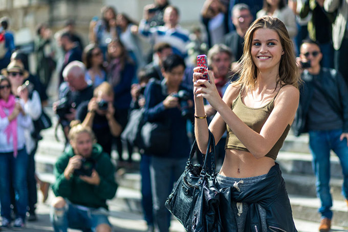 hbz-pfw-ss17-street-style-day-4-23