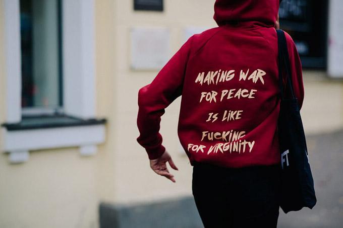 Le-21eme-Adam-Katz-Sinding-Mystetskiy-Arsenal-Ukrainian-Fashion-Week-Spring-Summer-2018_AKS0087-900x600