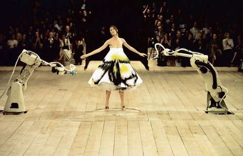 gallery_1423663058-3_spray_painted_dress_no_13_ss_1999_model_-_shalom_harlow_image_-_catwalking