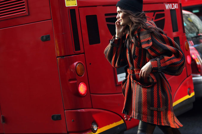 london-street-style-rosso-cappotto-strisce_hg_temp2_s_full_l