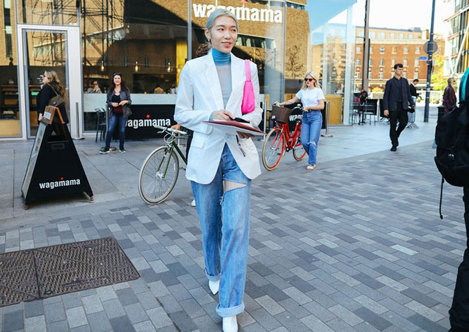 16-lfw-ss20-streetstyle-day-1-phil-oh