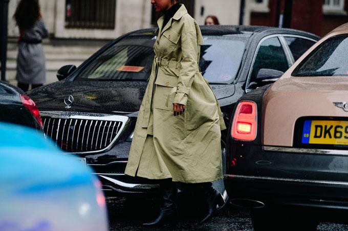 Adam-Katz-Sinding-Before-Molly-Goddard-London-Fashion-Week-Fall-Winter-2020-2021-London-England_AKS6258-900x600