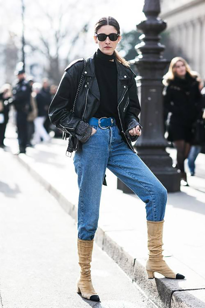 how-to-pose-for-photos-like-an-off-duty-model-1802893-1465594185.500x0c