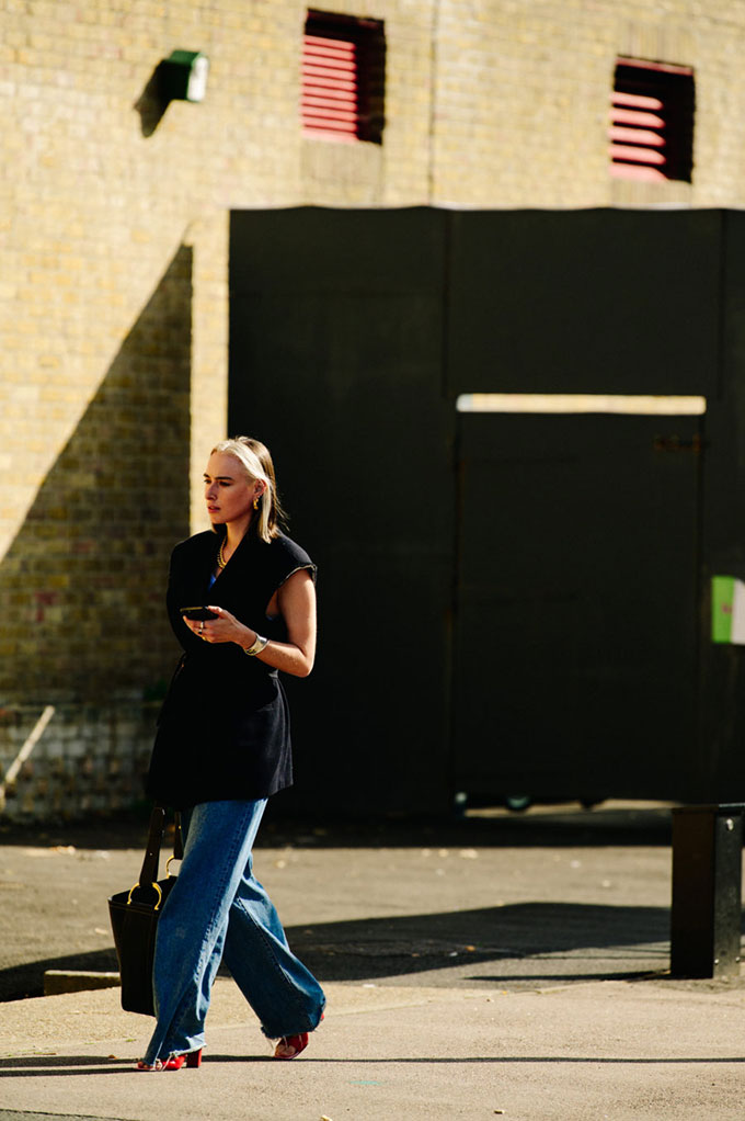 Adam-Katz-Sinding-Flora-Macdonald-Johnston-London-Fashion-Week-London-England-Spring-Summer-2021_AKS9177-900x1353