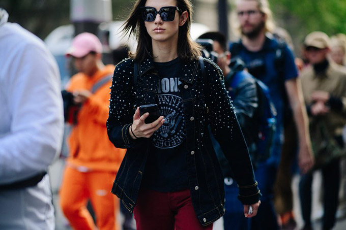 Le-21eme-Adam-Katz-Sinding-McKenna-Hellam-Paris-Fashion-Week-Spring-Summer-2018_AKS6533-900x600